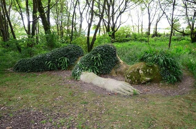 BILD---Lost-Gardens-England-schlafende-Frau