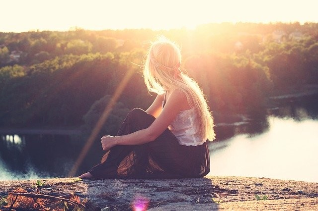 Sonne-Frau-zu-Vitamin D